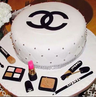 Chanel Beauty Queen Cake theflowershopae 41237