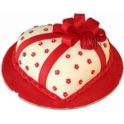 Heart Shaped Box Valentine Cake