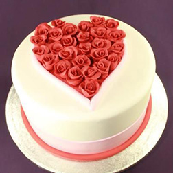 I Heart Roses Cake 2