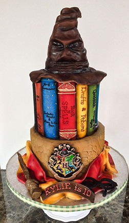 Hogwarts School of Witch & Wizardy Cake 1