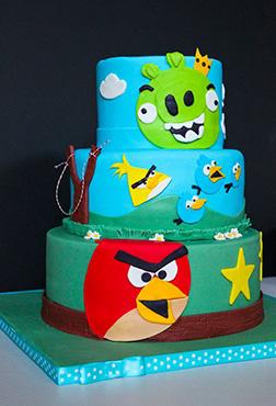 Angry Birds Showdown Cake