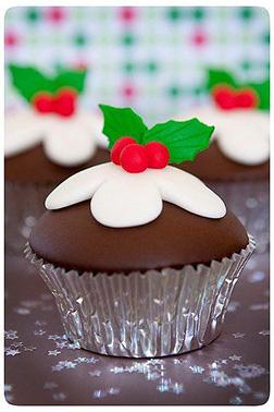 Christmas Mistletoe Dozen (12)  Cupcakes