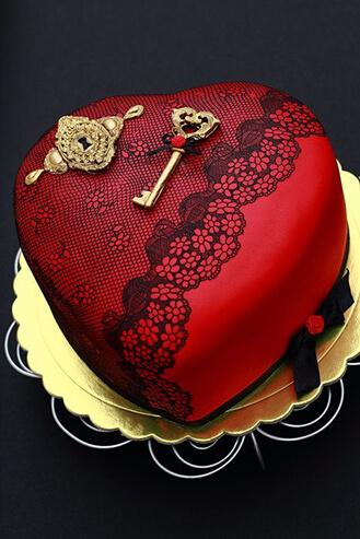 Key and Locket Heart Cake