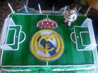 Excellent Real Madrid Pitch Cake Broadwaybakery Com 40954 Funny Birthday Cards Online Elaedamsfinfo