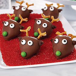 Reindeer Fleet Dipped Dozen Strawberries