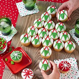 Pull Apart Christmas Sweater Cupcakes