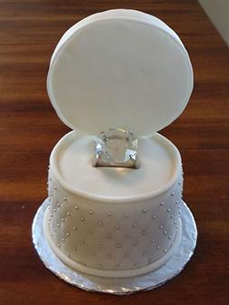 Ringbox Engangement Cake