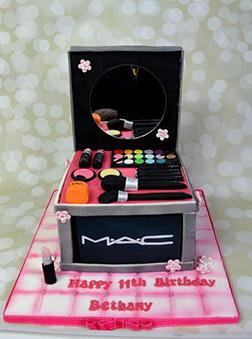 Makeup Case Cake 2