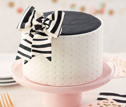 Elegant Fondant Black Bow Cake